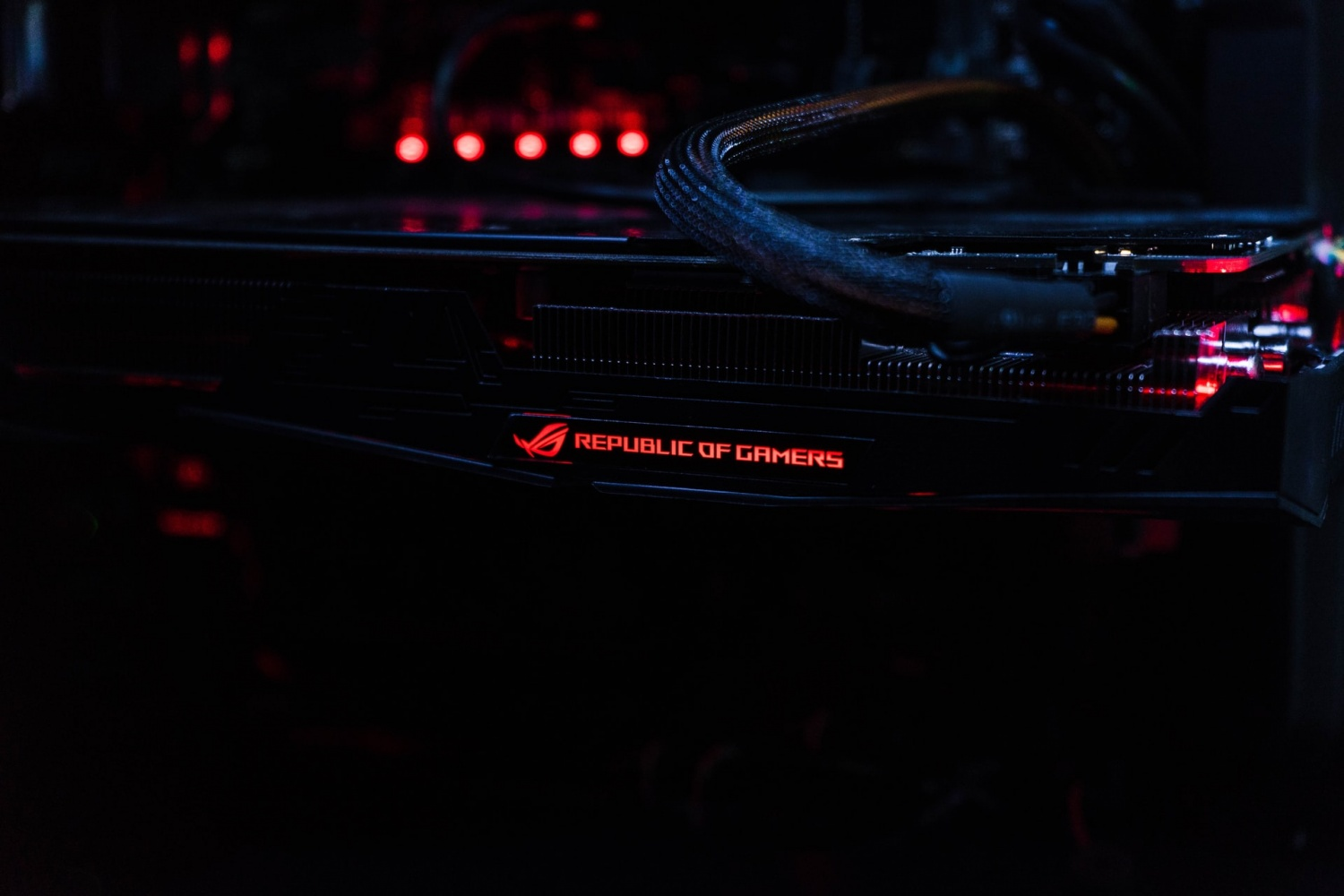 Asus ROG Strix G15 Reviews: Battery Life, Design, Power Don't Disappoint, But Ports and Extras Are 'Weak'