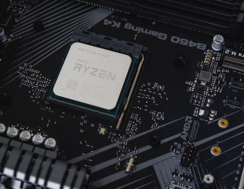 AMD Ryzen 7 5800X vs. Intel Core i7: Specs, Performance Benchmarks, and Which Should You Buy?