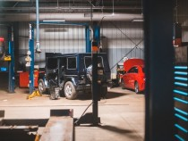 Choosing Whether to Repair Your Car at the Dealership or a Local Garage