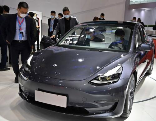 Tesla Model 3 Autopilot Crash Caught on Video; Elon Musk Speaks on Arrival of True Self-Driving System