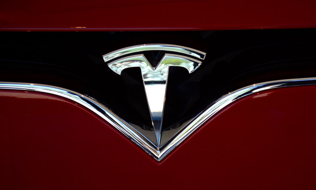 """Tesla Full Self-Driving Upgrade Ready for Download; Warning Released It May Do the """"Wrong Thing at the Worst Time"""""""