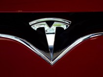 Tesla Full Self-Driving Upgrade Ready for Download; Warning Released It May Do the