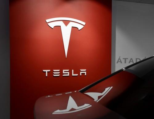 Elon Musk's Tesla Update: Cybertruck Design Have No Door Handles, $199 Monthly FSD Subscription Allows Users to Test Drive