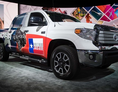 2022 Toyota Tundra Interior Revealed in Spy Photos! Panoramic Sunroof, Small Infotainment System Leaked