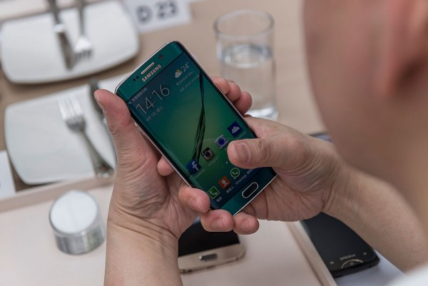 Is Your Samsung Battery Draining Fast, Responding Slow? 5 Major Warning Signs It's Time to  Replace Your Phone