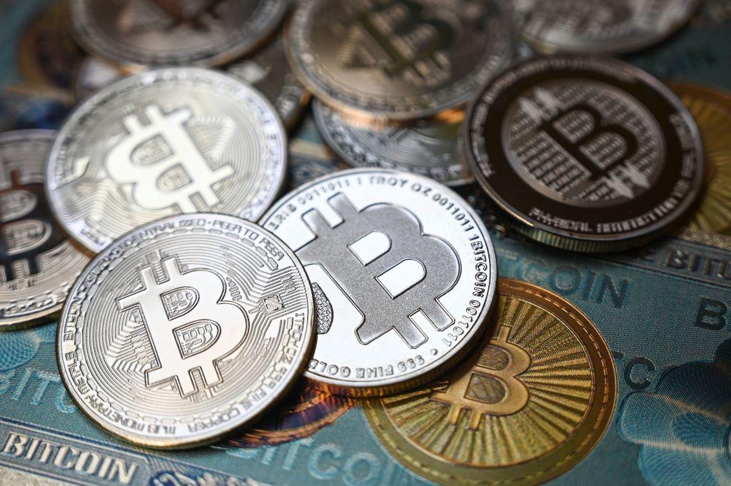 Bitcoin Price Prediction: Experts Forecast BTC Value Breakout, Possible Crypto Crash