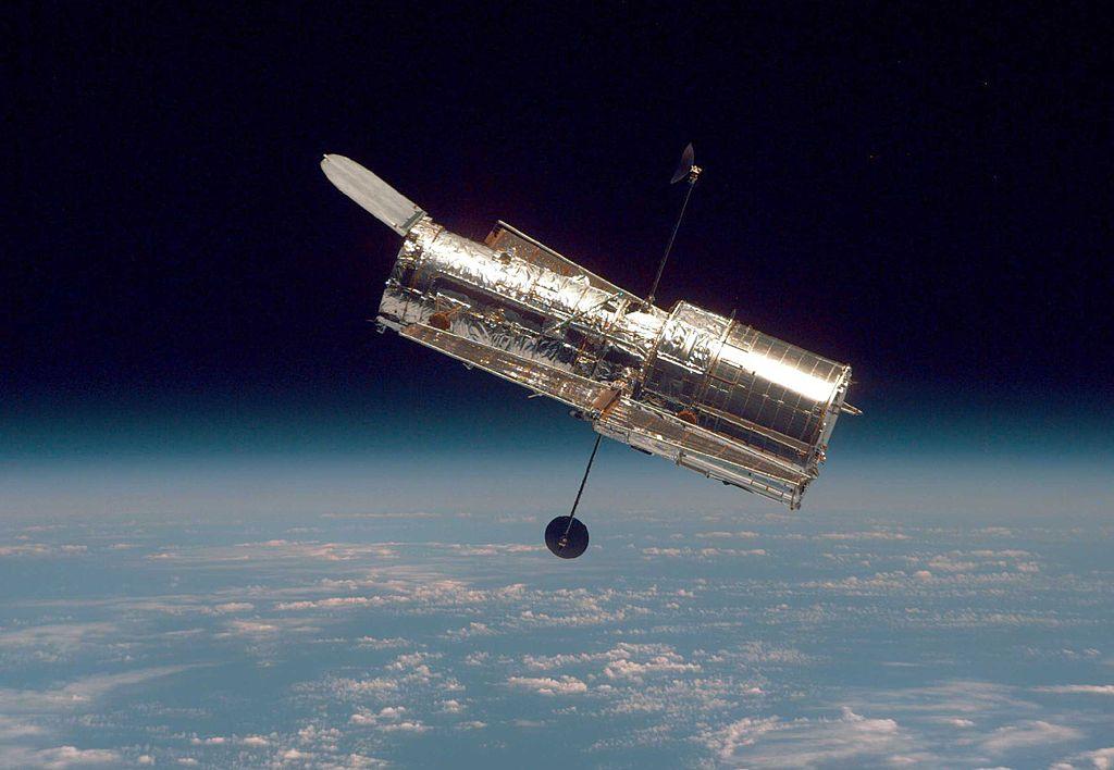 NASA Hubble New Images: Space Telescope Captures Galactic Tug-of-War Between Triplets!