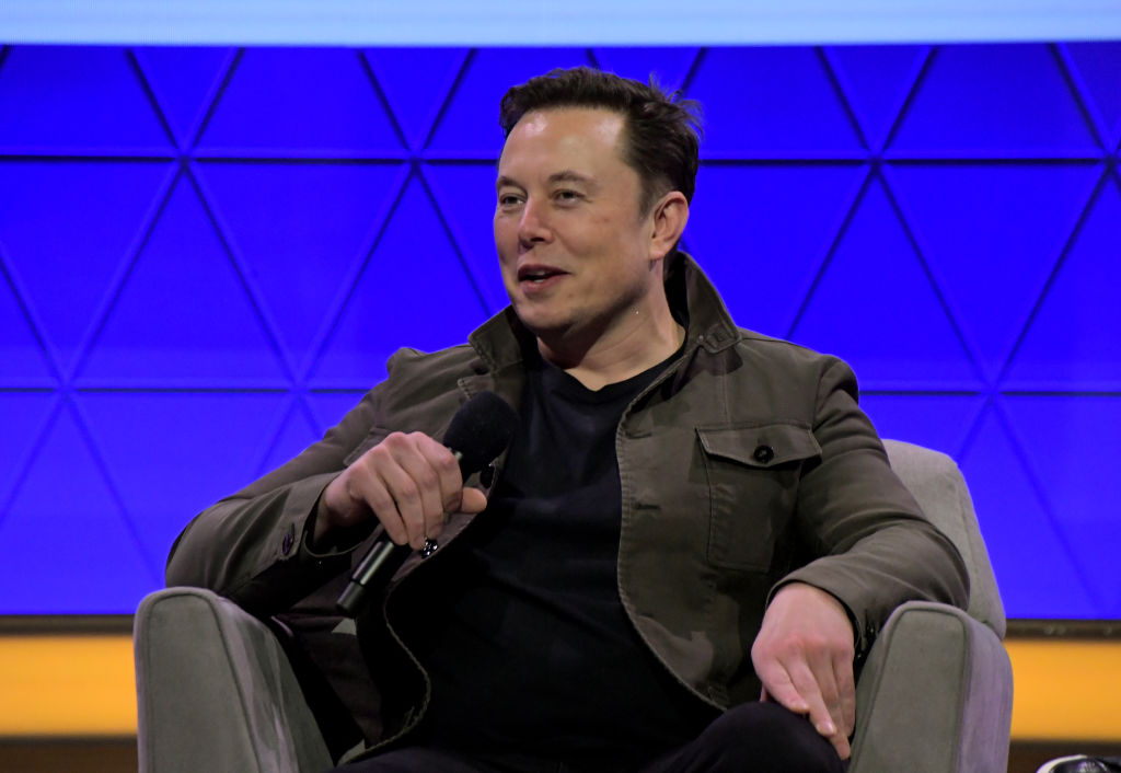 Elon Musk Twitter Mockery: SpaceX CEO Punches Back at Jeff Bezos Amid Lawsuits