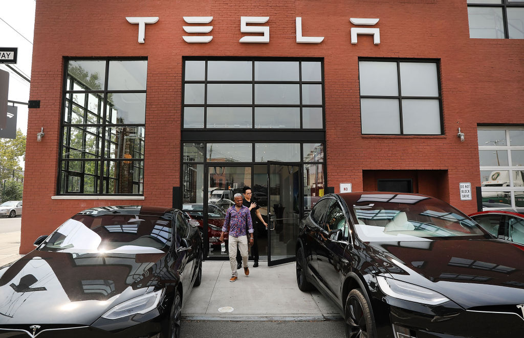 Tesla Release Date Updates: Elon Musk Confirms FSD Beta 10 Launch, Drops Bad News on Roadster