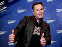 Elon Musk Fires Back, Laughs at Jeff Bezos After Amazon Sends Scathing Letter to FCC