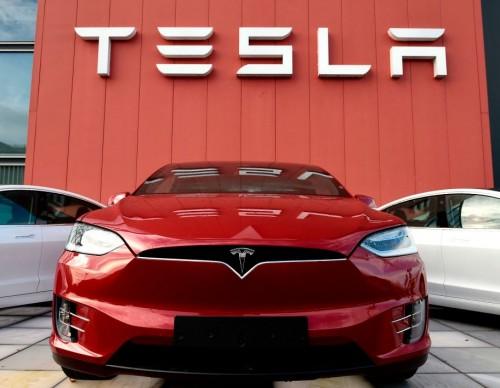Elon Musk Hypes Up Tesla FSD Beta 10: You Can Even Avoid Crashing UFOs!