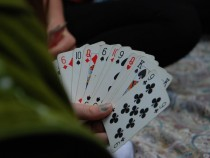 5 Benefits of Playing Cards That Works To Relax Your Brain