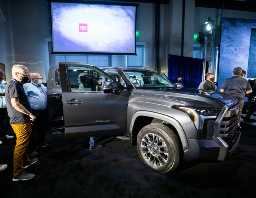 2022 Toyota Tundra Bed Boasts Durability: Full Video of New Truck Getting Hit With 500-Pound Engine