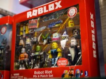 'Squid Game' Roblox Is the New Crazy Trend! Watch Gamers Play Red Light Green Light and More!