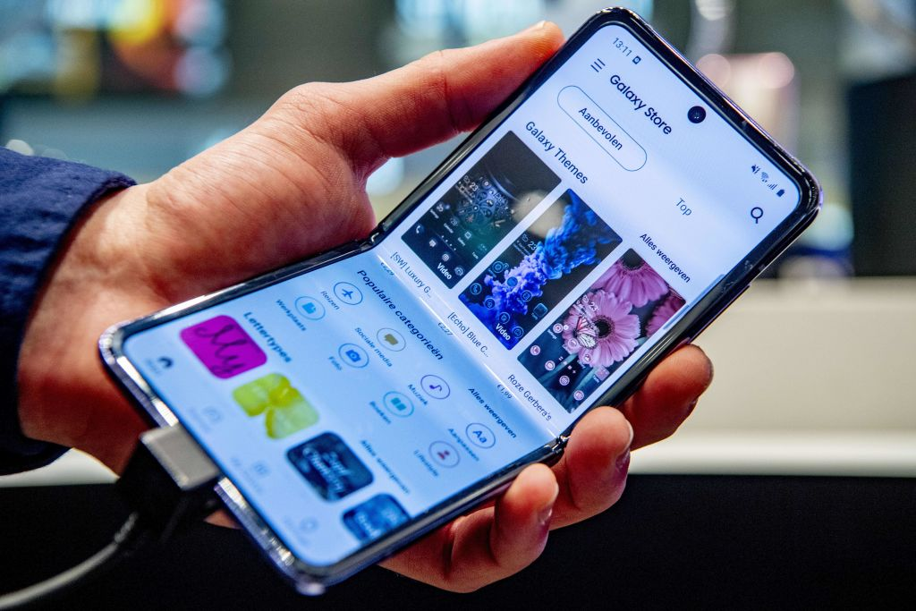 Samsung Galaxy Z Flip 3 Screen Durability an Epic Fail? Users Complain Over Cracking Issue