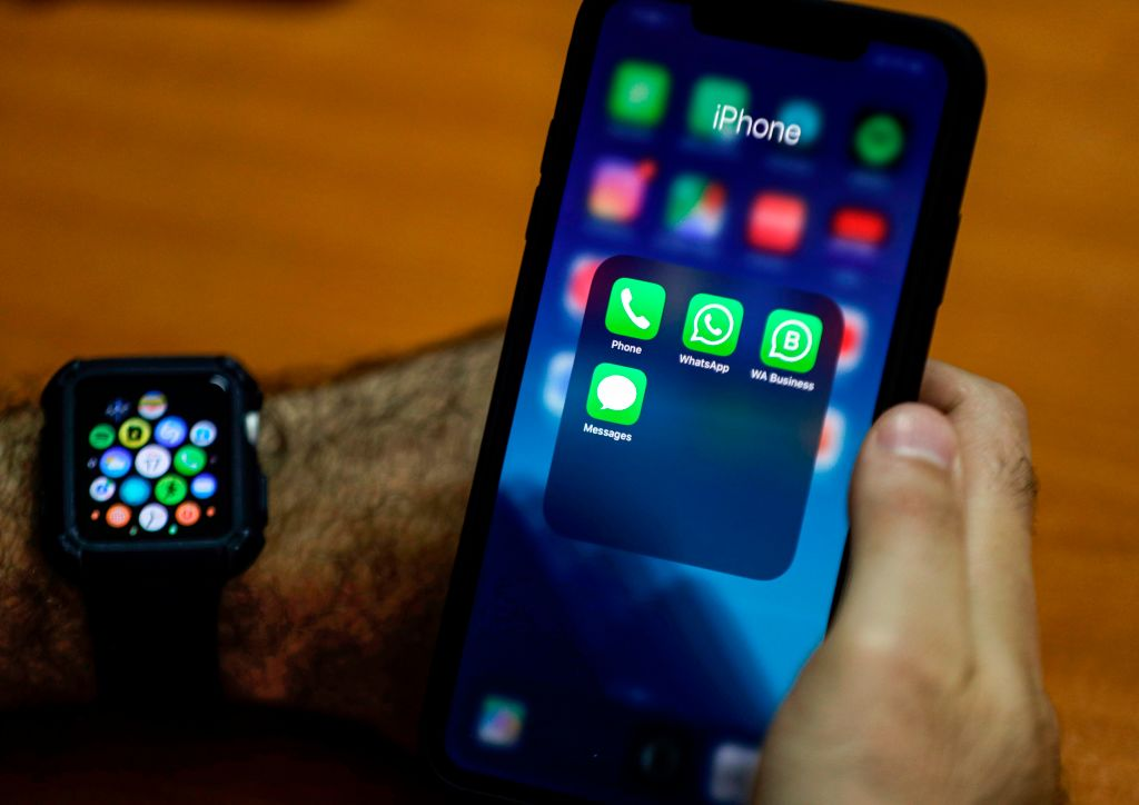 Lost Your iPhone in a Dark Room? Secret Apple Watch Feature Makes Finding It Way Easier!