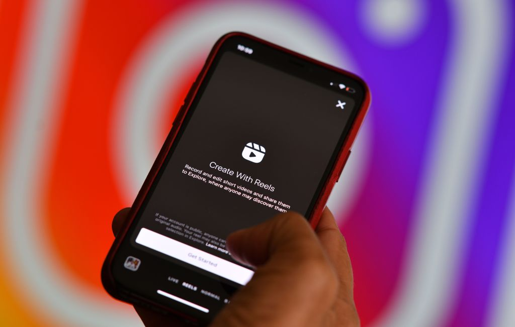 Instagram Features: 2 New Tools Help Users Perfect Their IG Live