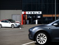 Elon Musk Debunks Major Concern About Self-Driving Cars: It Doesn't Need Connectivity!