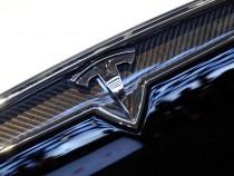 Tesla Model X SUV Arrives Next Week