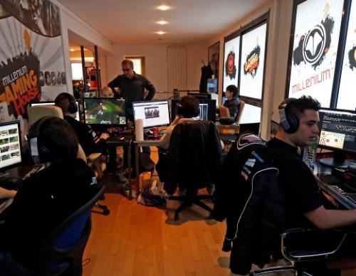 FanDuel Acquires AlphaDraft For Esports