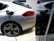 Porsche Combines High Economy And Performance With Panamera S E-Hybrid