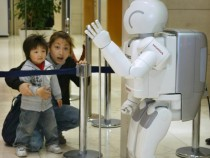 Robots Solve Airport Confusion