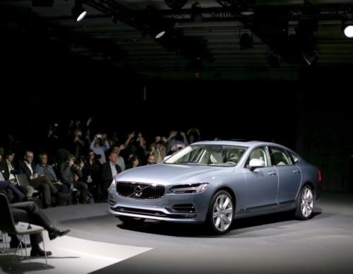 Volvo Unveils The S90 T8 Hybrid
