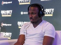 Philadelphia Eagles Running Back LaSean McCoy Goes Head-To-Head Against All-Pro Receiver A.J. Green Of The Cincinatti Bengals On Xbox One In The Call Of Duty: Ghosts Celebrity Grudge Match To Celebrat