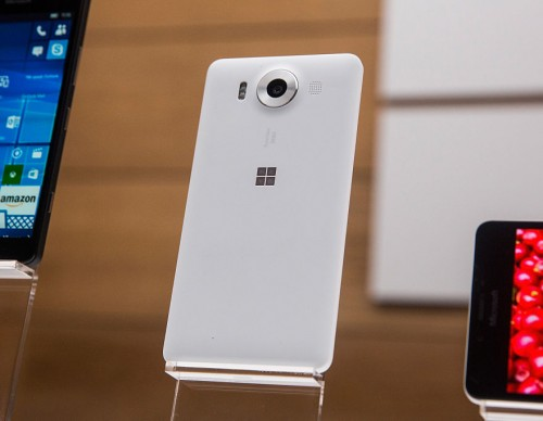 Microsoft Selling Lumia 950, Surface Pro 4, Surface Book Wth Discounts, New Devices Coming Soon