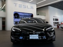 Tesla Unveils Ultra Speed Burst Feature Dubbed 'Insane Mode; Gets Sued By Disappointed Car Owners