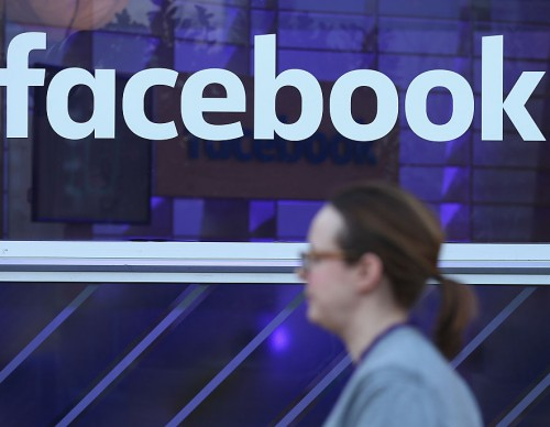 Facebook In Talks To Offer US Free Internet Service