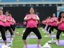 Pregnant women exercising for good health