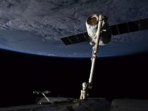 SpaceX Dragon Arrives