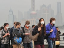 Heavy Smog Hits Shanghai