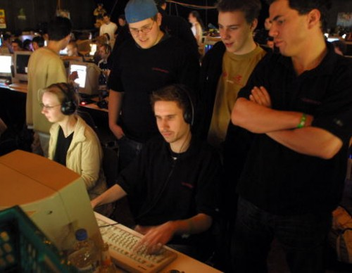 Internet Gaming Not As Addictive As Gambling, Study Finds