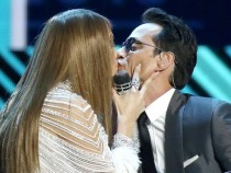 Jennifer Lopez and Marc Anthony shared a kiss live at Grammy's.