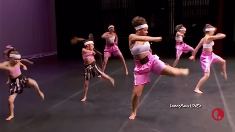 """The Junior Elite Team and the Minis on """"Dance Moms"""""""