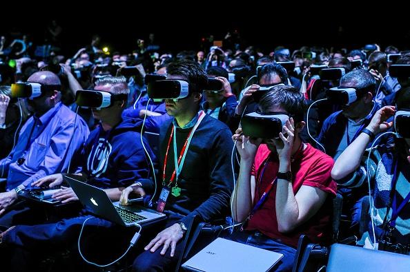 HTC Vive, Oculus Rift, Google Daydream, Samsung Gear VR: Companies Form Global Virtual Reality Association