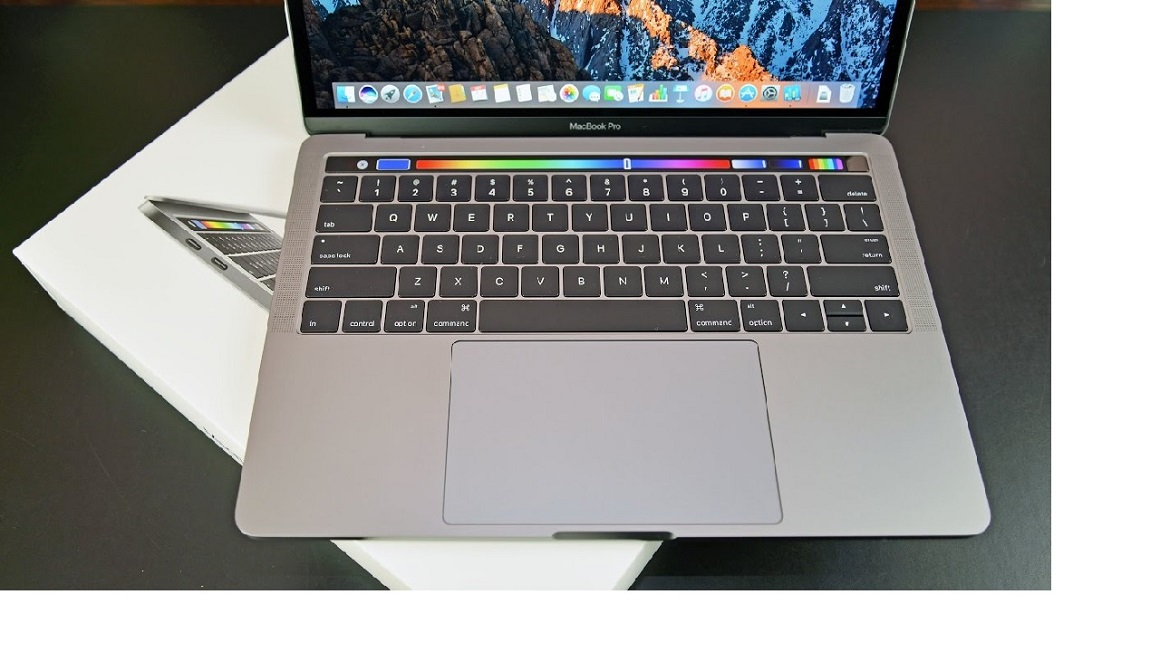 """Apple MacBook Pro 13"""" (Touch Bar): Unboxing & Review"""