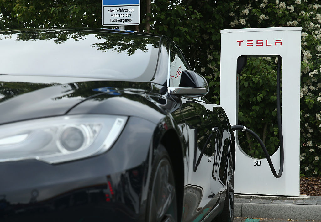 Tesla Motors Update: Supercharger Idle Fee To Be Implemented For Owners Who Leave Their Cars Idling