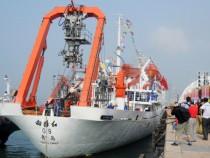 Submersible Jiaolong Return From The Ocean Deep