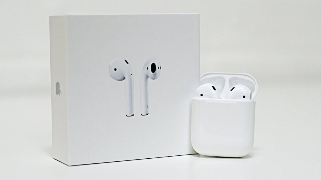 Apple AirPods 2016 Review: A Wireless Earbud That Gives Users Magical Music Experience