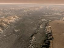 Valles Marineris Cuts Through Mars Surface