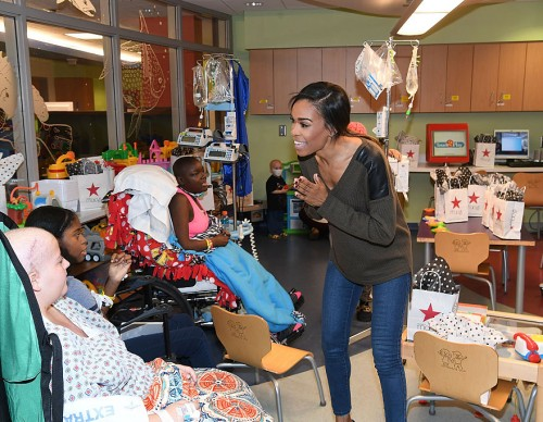 Michelle Williams Visits Aflac Cancer Center at Egleston Children's Hospital in Atlanta Before the Macy's Great Tree Lighting