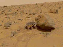 NASA Pathfinder Sojourner Rover On Mars