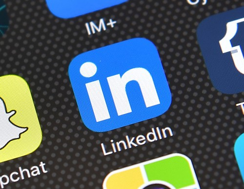 Apple , Google Comply With Russia's Demand To Remove  Local LinkedIn App