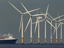 Offshore wind farm with Queen Mary 2