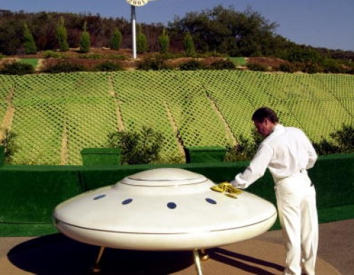 Unarius Academy of Science Expects Flying Saucers in 2001