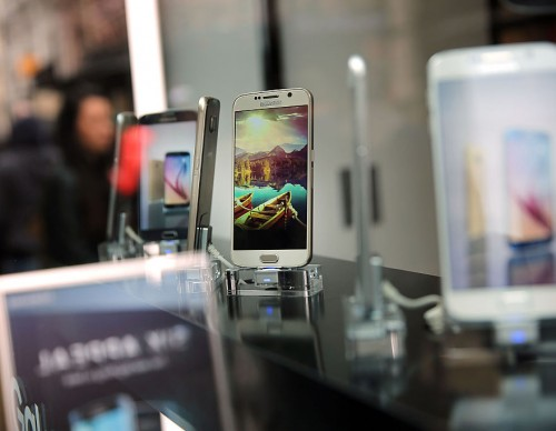 Samsung Galaxy S6 Phone Goes On Sale