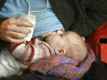 'Nurse-Ins' Held Over Airline's Treatment Of Breast Feeding Mother